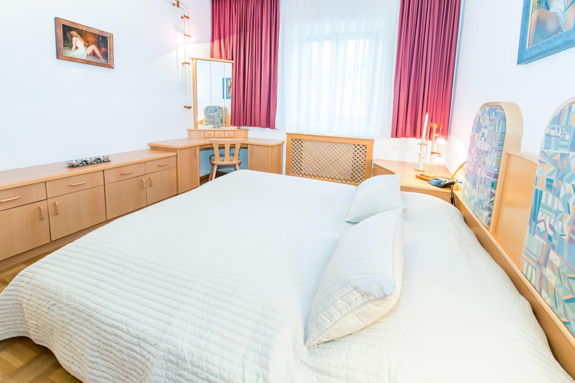 Schlafzimmer der Wohnung Straße, von ferienwohnungen-ybbsitz