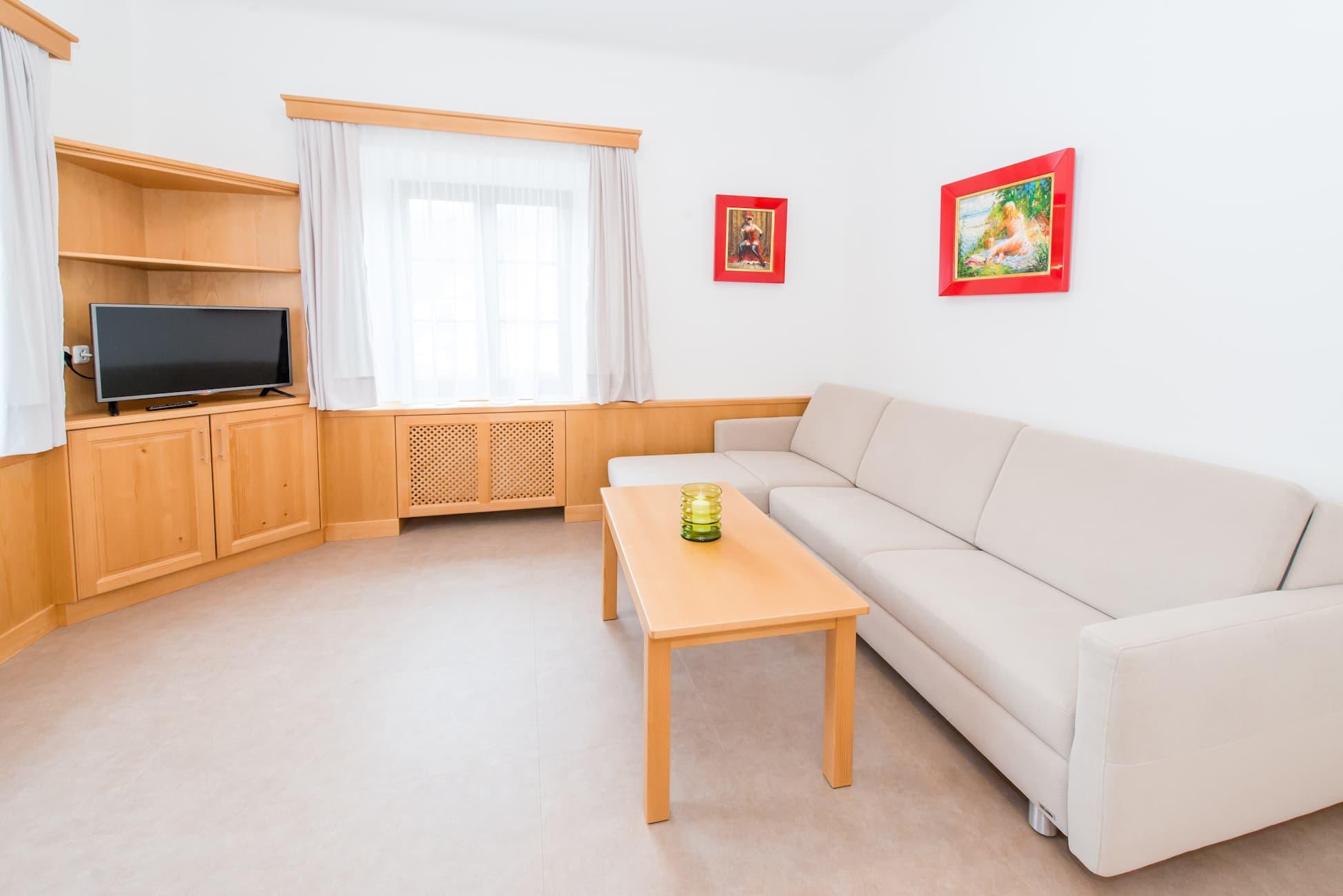 Aufnahme des Wohnzimmer von Wohnung 4 - Brücke