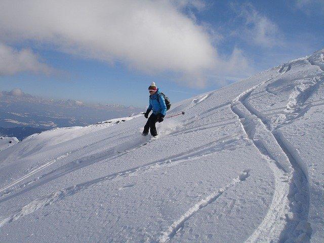skiing-274423_640